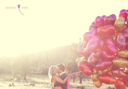des ballons roses, rouges, dorés en forme de coeur ?