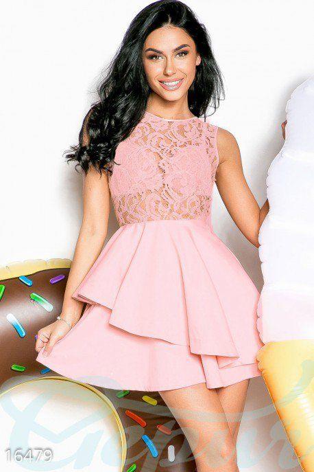 Изысканное мини-платье – отличный вариант для любых торжественных мероприятий. Верх платья выполнен из кружевного гипюра, а низ - из плотной непроницаемой ткани с асимметричной оборкой. #mini #dress #платье #мини #mode #мода #гипюр #клеш #солнце #выпускной #гипюр #гепюр http://gepur.com/