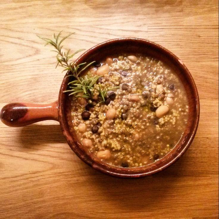 Zuppa di miglio, ceci neri e legumi della nonna