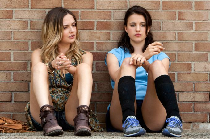 Emily Meade & Margaret Qualley in HBO's The Leftovers.    GIRL, I LOVE YOUR BOOTS!
