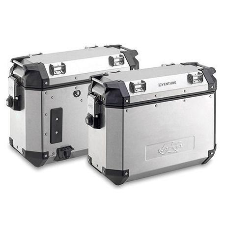 Ζευγάρι πλαϊνές βαλίτσες Kappa KVE37APACK2 K-VENTURE, χωρητικότητας 37lt, από αλουμίνιο. Εξοπλισμένες με το νέο σύστημα Monokey® Cam-Side, κατασκευασμένες από αλουμίνιο πάχους 1,5mm και ένθετα από ενισχυμένο τεχνοπολυμερές. Διαθέτουν κλειδαριές ασφαλείας και είναι ιδανικές για εξορμήσεις τόσο εντός όσο και εκτός δρόμου καθώς είναι ιδιαίτερα ανθεκτικές.
