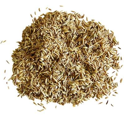 Eso es el comino, una especia que tiene un característico sabor amargo y un olor fuerte y dulzón gracias a su alto contenido en aceites. Es el sabor más fuerte del mojo.