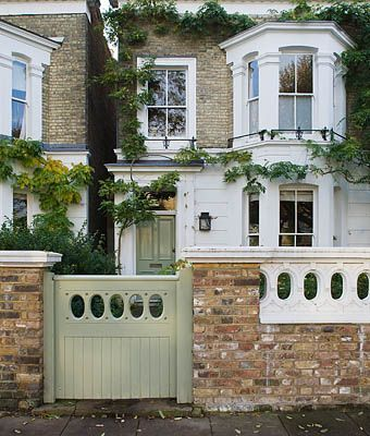 DESIGNER BUTTER WAKEFIELD, LONDON - THE FRONT GARDEN AND GATE