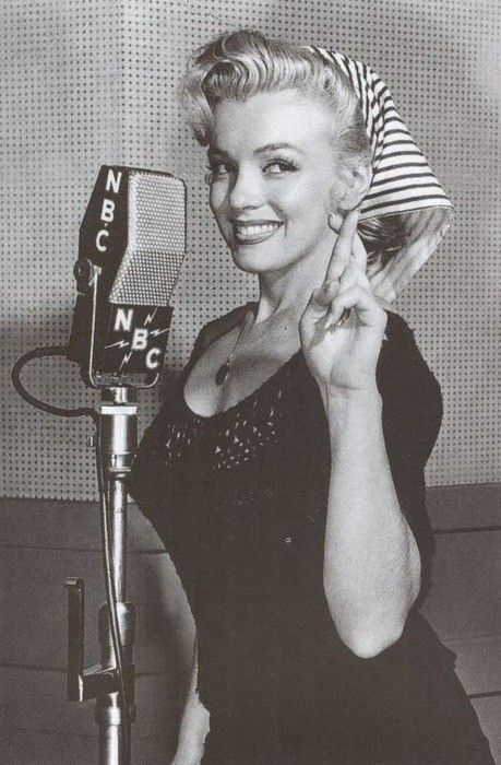Perhaps the cutest photo I've ever seen of Marilyn