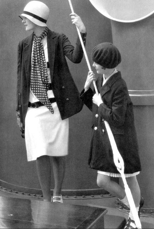 1928 Lee Miller, and June Cox onboard George Baher's yacht - Vogue - Photo by Edward Steichen - http://pescaralovesfashion.com/dalla-grazia-alla-bellezza-inquieta/