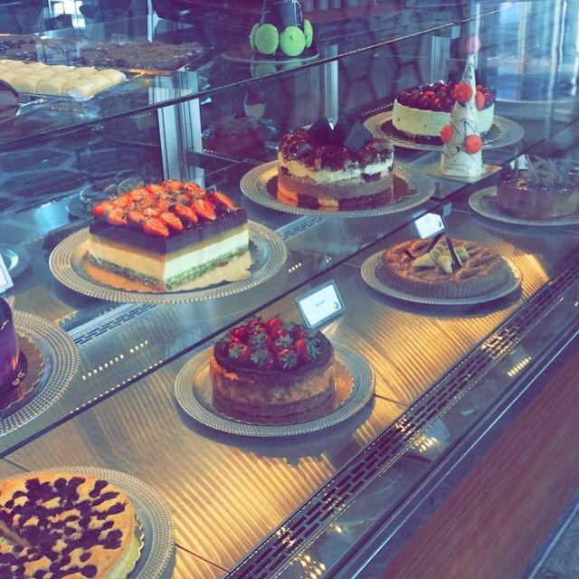 Çilek aşkına! Özel günlerinizde sevdiklerinizi şımartmak için Sheraton Bursa'ya uğrayıp enfes pastalarımızdan satın alabilirsiniz..   #sheratonbursa #linkatsheraton #betterwhenshared #cake