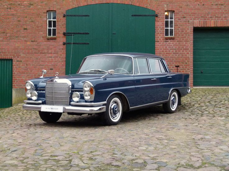 Mercedes-Benz 220 S | #> https://de.pinterest.com/jorgeamedellin/mercedes-benz-w-111112-sedan-fintail-s-class/