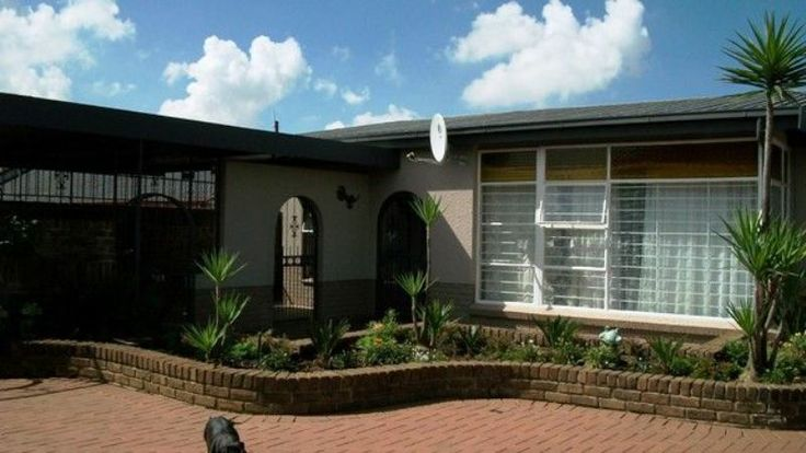 House in Witpoortjie with four full flatlets!  What an opportunity!!