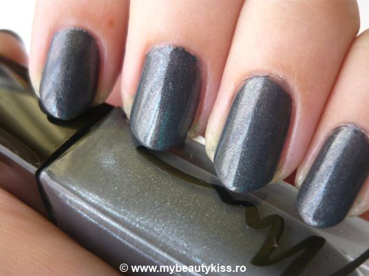 Nail Of The Day - Marionnaud nailpolish nr.52 Gris Audacieux  http://www.mybeautykiss.ro/NOTD28_GrisAudacieux.php