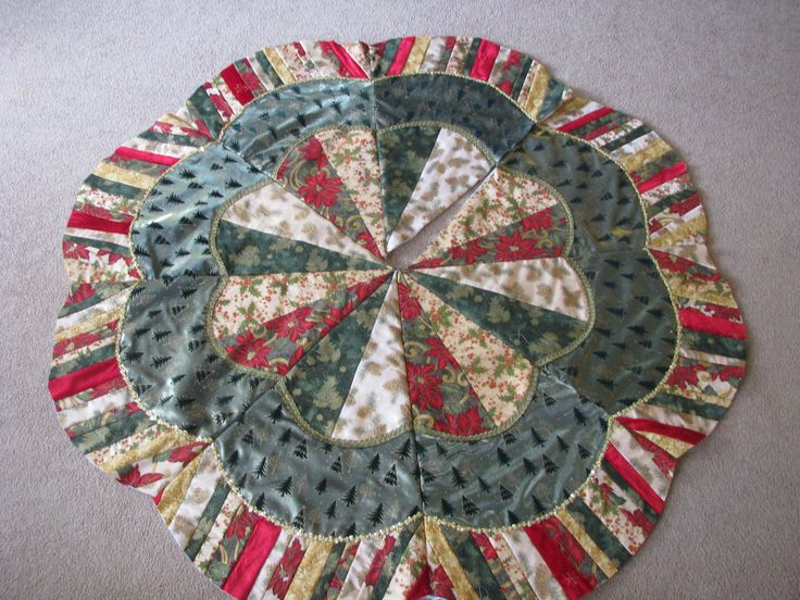 Christmas Tree Skirt - modified Dresden Plate pattern. I have no idea where this skirt came from or who made, but I'm in love with it! If you made this or know who did (or even know how to make it) let me know so I can give credit!
