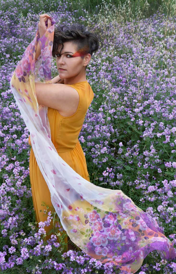 Shooting in a purple flowers field - geometric makeup - effect Dodge and burn - Photoshop