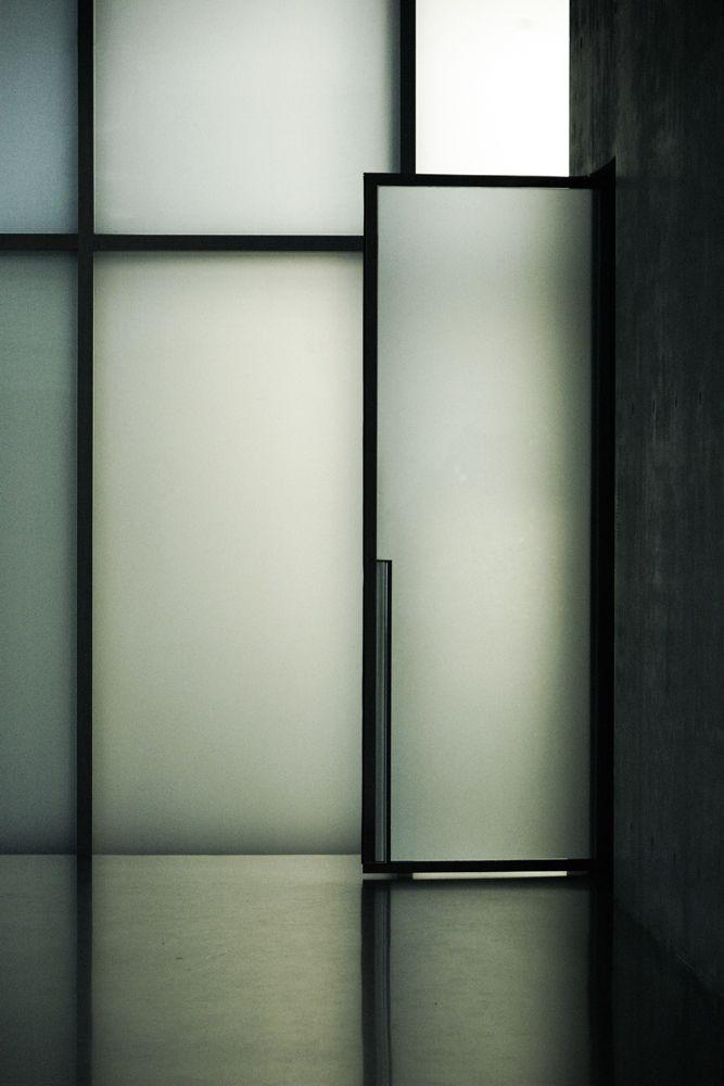 remash: kunsthaus bregenz   glass door ~ peter zumthor   eke miedaner photo via kazuya .i
