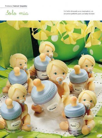 Bebé con mamadera - Porcelana Fría