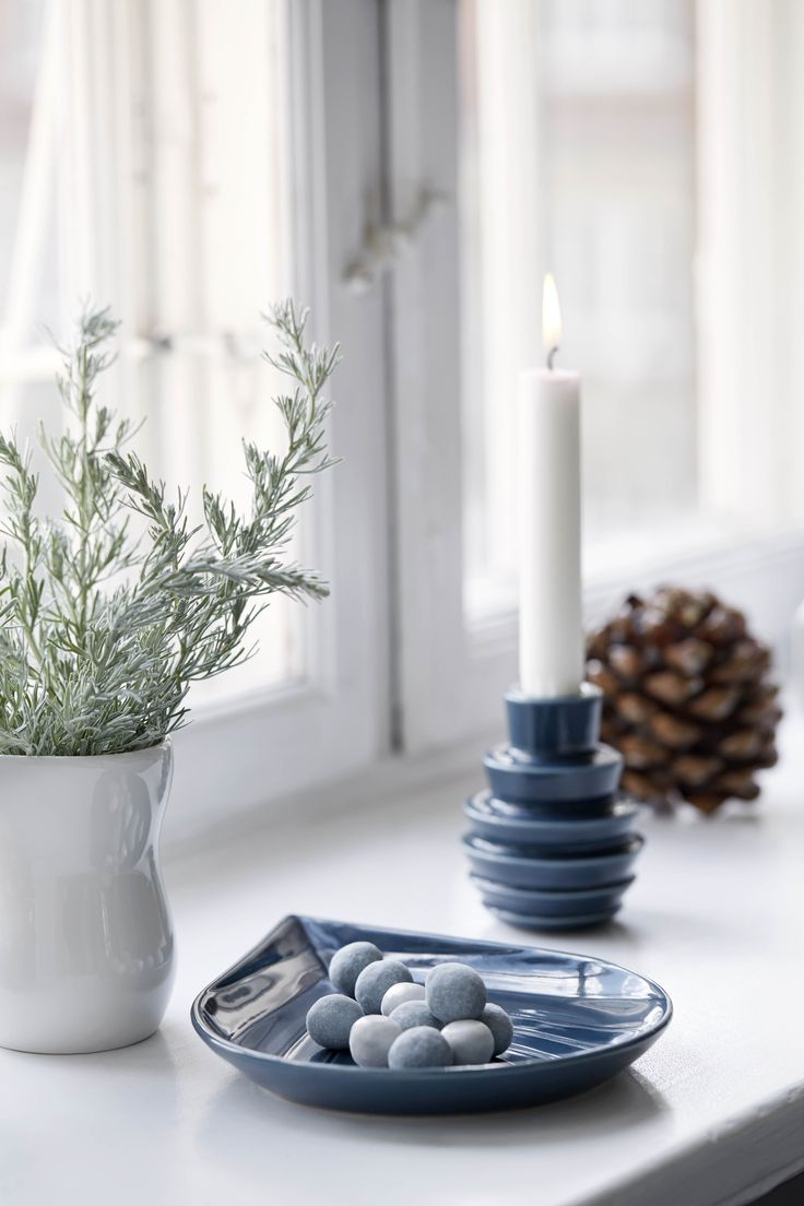 Blue colours for Christmas. Use the new design from the Cono line to create a beautiful tableau on the windowsill.