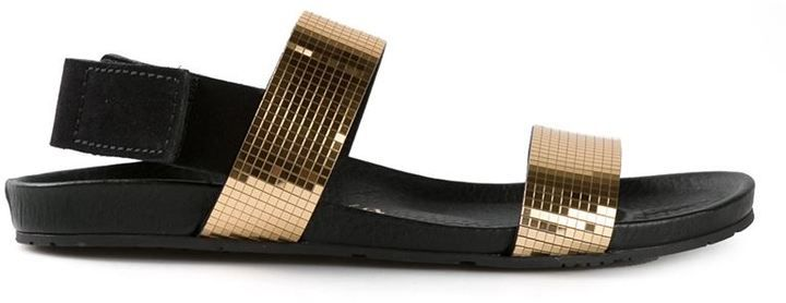 €247, Schwarze und goldene Flache Sandalen aus Wildleder von Pedro Garcia. Online-Shop: farfetch.com. Klicken Sie hier für mehr Informationen: https://lookastic.com/women/shop_items/58449/redirect
