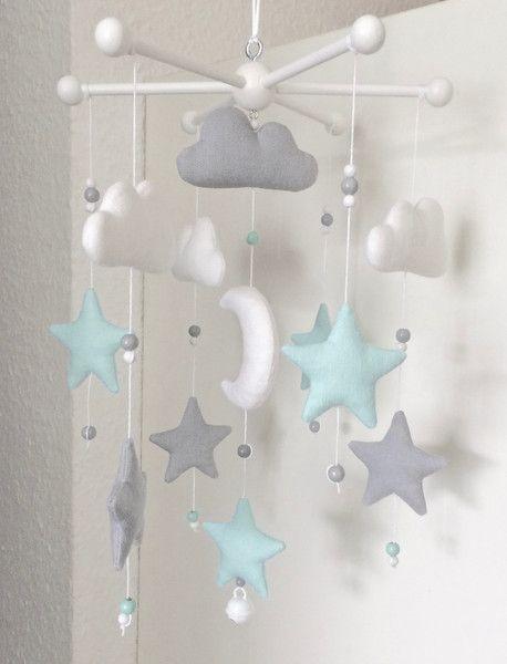 Mobile – Kleines Leinen Mobile Mond & Sterne – ein Designerstück von leorosa bei DaWanda