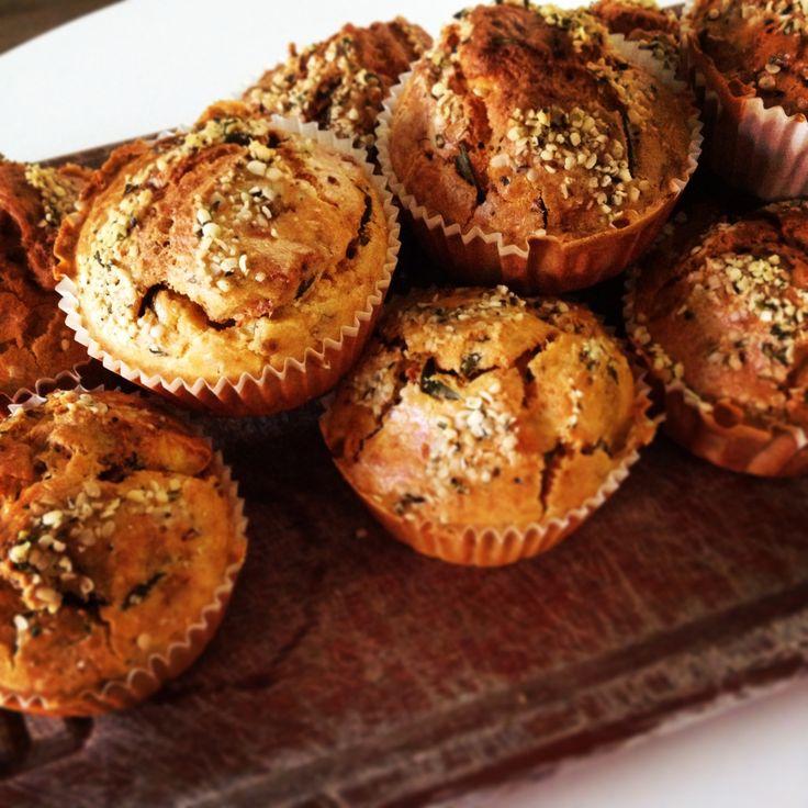 Hartige quinoa muffins met zongedroogde tomaat, geitenkaas en basilicum
