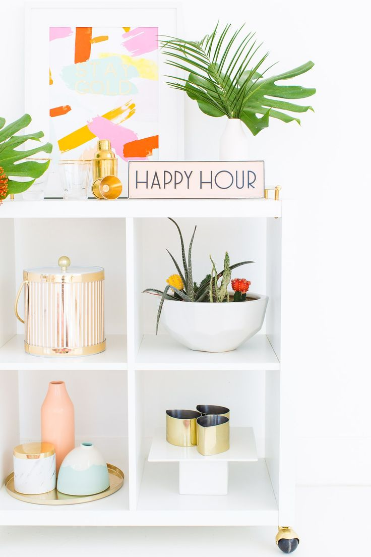 A tropical DIY floral bar cart swag for Summer entertaining! - sugar and cloth