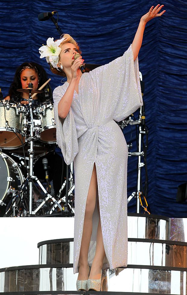Paloma Faith in Diane von Furstenberg's Jessi Dress