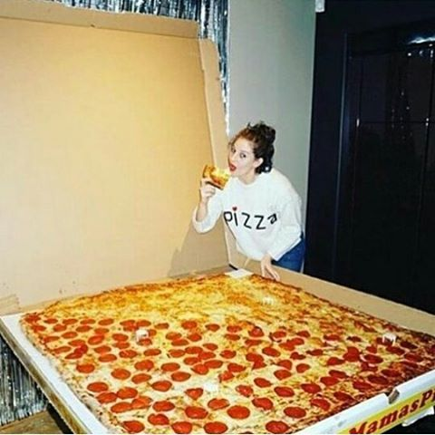 #pizza lovers yum or yuk tag pizza lovers follow for more @fashionschics @fashionscharm @fashionsfeeds @adidasaddicts @braidsgoal #fashionschics  #fastfood #fastfoodbinge #fastfoodnation #fastfoods #fastfoodfriday #fastfoodsucks #fastfoodlife #fastfoodporn #junkfood #fast #foodies #frenchfries #yummy #instafood #foodporn #fastfoodjunkie #foodgasm #yummy #fries #fried #fritten #burger #food #tasty #foodlover #foodphotos #nomnom