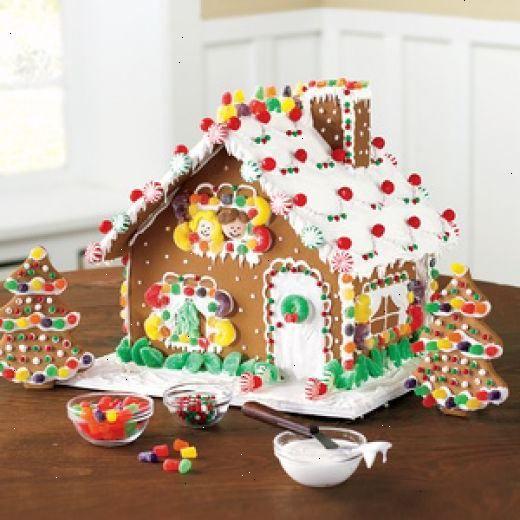 グラハムクラッカーを使ってジンジャーブレッドハウスの作り方. ボウルにあなたのクリスマスキャンディーを分離.