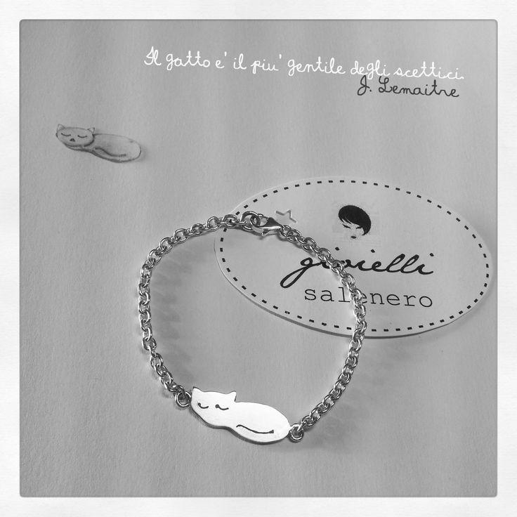 Cute silver bracelet / silver sleeping cat / by salenero.com