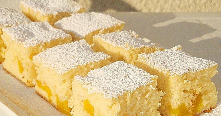 Υλικά   4 αυγά  280 γρ. ζάχαρη  2 σακουλάκια βανίλια ζάχαρη  420 γρ. Αλεύρι  1 κουτ. Γλυκού baking powder  500 ml. Fan...