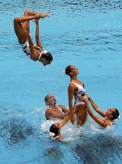 Si esportistes d'alt nivell practiquen #pilates, per alguna cosa serà, oi? Doncs ara s'hi han sumat al club les nadadores de la selecció espanyola de #natació #sincronitzada. Voleu saber-ne més? www.sportlife.es/deportes/articulo/Pilates-preparacion-Seleccion-Nacional-Natacion-Sincronizada