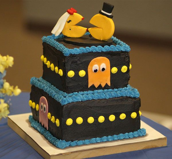CAKE..cupcakes...cake recipes...wedding cakes: Cakes Ideas, Pac Man, Videos Games, Cakes Toppers, Man Cakes, Wedding Cakes, Cakes Design, Geek Chic, Grooms Cakes