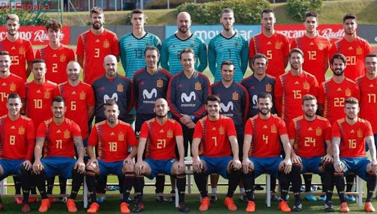 La selección posa con la polémica camiseta 'republicana' que utilizará en el Mundial