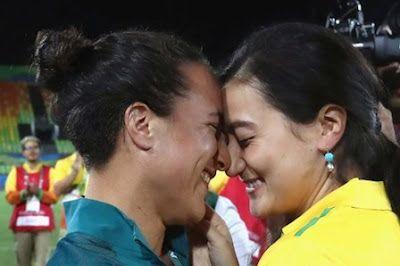 La enternecedora propuesta de matrimonio en el rugby femenino durante las Olimpiadas de Río 2016. BBC Mundo, 2016-08-09 http://www.bbc.com/mundo/noticias-america-latina-37023640