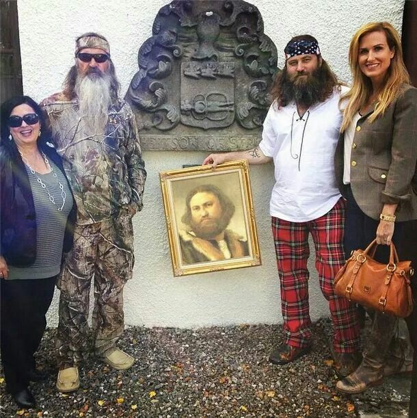 Duck Dynasty on A&E Facebook post: 11/30/14 -- Phil & Kay Robertson & Willie & Korrie Robertson with Willie's Italian not Scottish ancestors painting.
