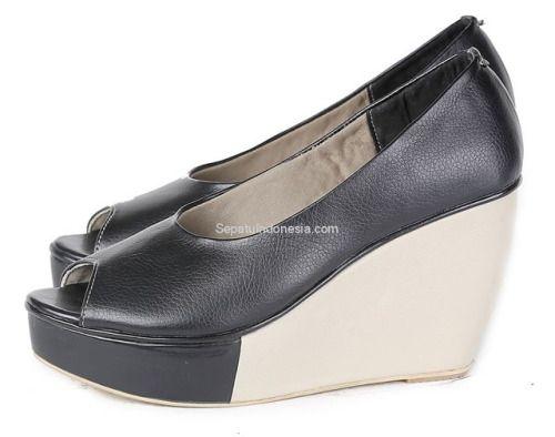 Sepatu wedges wanita G 6099 adalah sepatu wedges wanita yang...