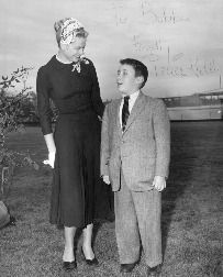 "GRACE KELLY POSES WITH ROBERT F. WAGNER JR. ON THE LAWN OF GRACIE MANSION, MANHATTAN, CIRCA 1954. PHOTO IS INSCRIBED: ""TO BOBBY, FONDLY, GRACE KELLY.""  Sorry for the bad quality."