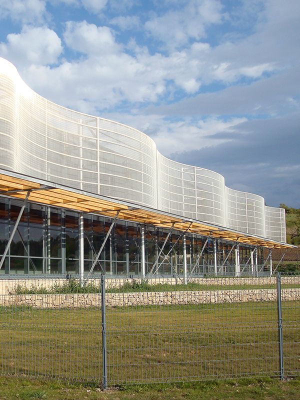Centre Aquatique. Rolling stainless steel wire mesh facade made from HAVER Architectural Mesh MULTI-BARRETTE 8123.