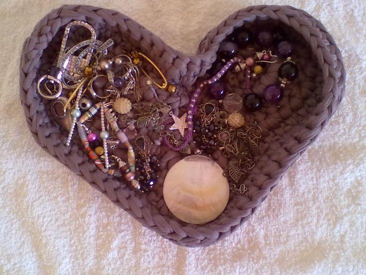 cestino in fettuccia a forma di cuore - heart shaped basket