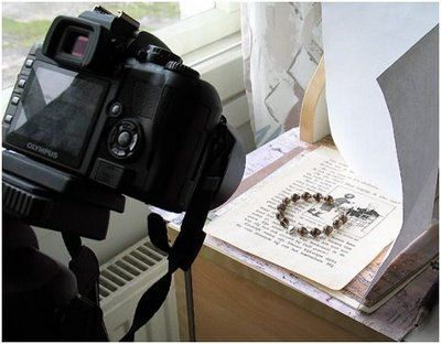 simple way to get good jewelry photos with white paper + a window with natural light! @Mary Duncan