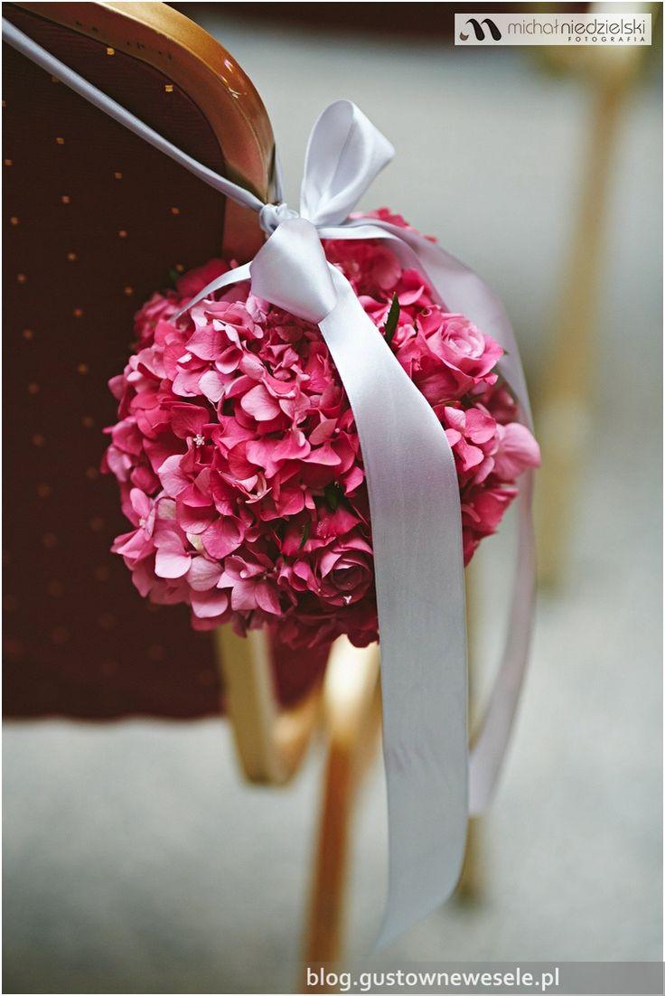 Kompozycja w kształcie kuli na ceremonii ślubnej na zamku | Composition in the shape of a sphere at the wedding ceremony in the castle | Gustowne Wesele | Chic Wedding Poland