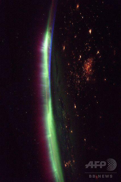 国際宇宙ステーションから見たオーロラ写真「ここ最近の夜景は見事だ」 - ライブドアニュース