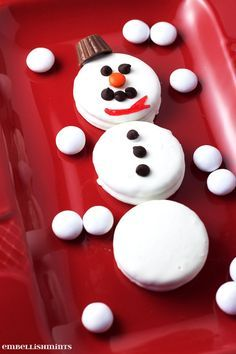 These Oreo Snowman Cookies are festive and will be the first to go at your holiday party. So cute!