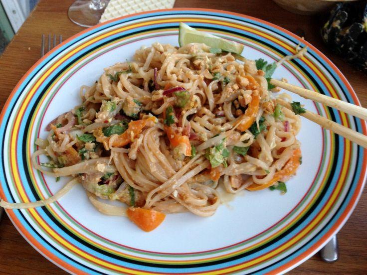 Vegetarisk Pad Thai – jättegott och enkelt! | Jävligt gott - en blogg om vegetarisk mat och vegetariska recept för alla, lagad enkelt och jävligt gott.