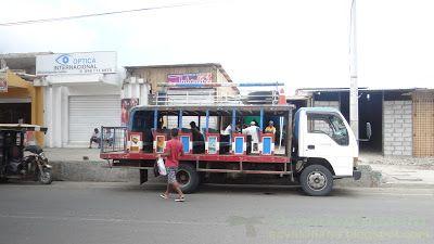 Местный автобус на небольшие расстояния в Педерналесе Эквадор