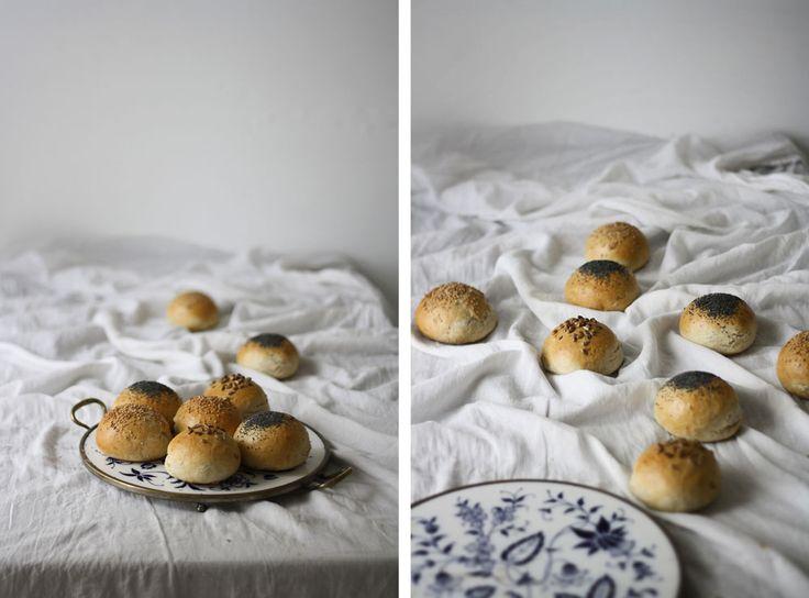 Jednoduchý recept navoňavé houstičky kesnídani, kterésestejně takdobře sehodí nadomácí burgery.