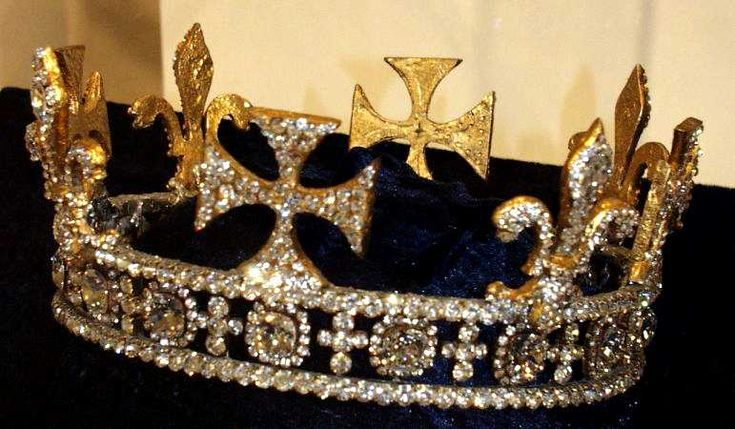 The Regal Circlet crown, owned by Queen Victoria (Captions ...