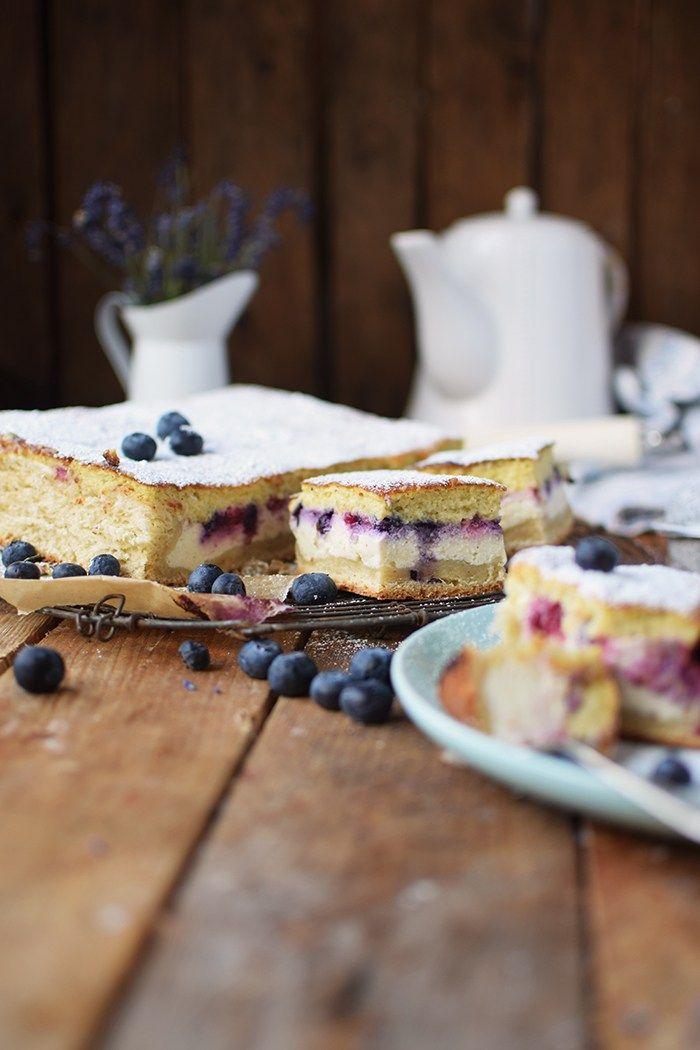 Eierschecke mit Beeren - Cheesecake with Berries