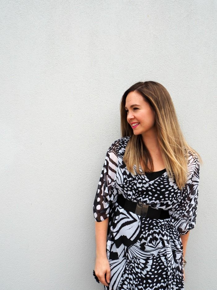 Night out on the town or quiet romantic evening. How to wear your kaftan during the evening  by Sonia Styling.