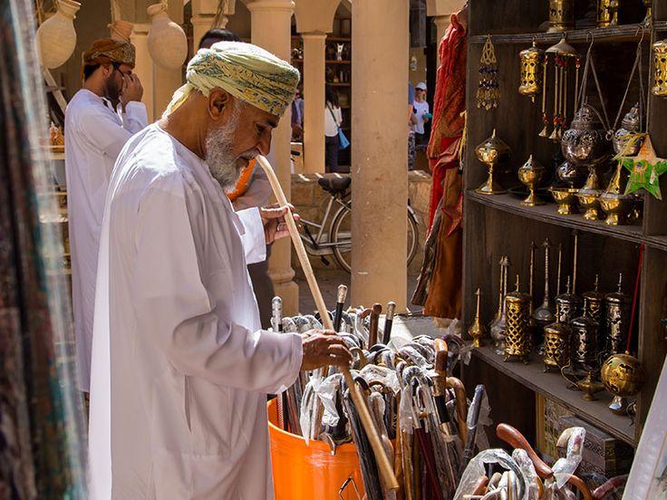 Utilizzato sin dall'antichità come profumo per le dimore e come sostanza medicinale, l'incenso omanita è la resina della corteccia della Boswellia sacra, un albero che cresce nell'Oman meridionale.
