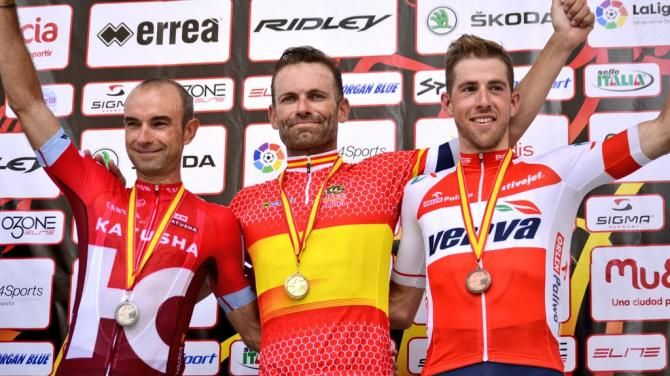 Jose Joaquin Rojas pulls on the Spanish champion's jersey