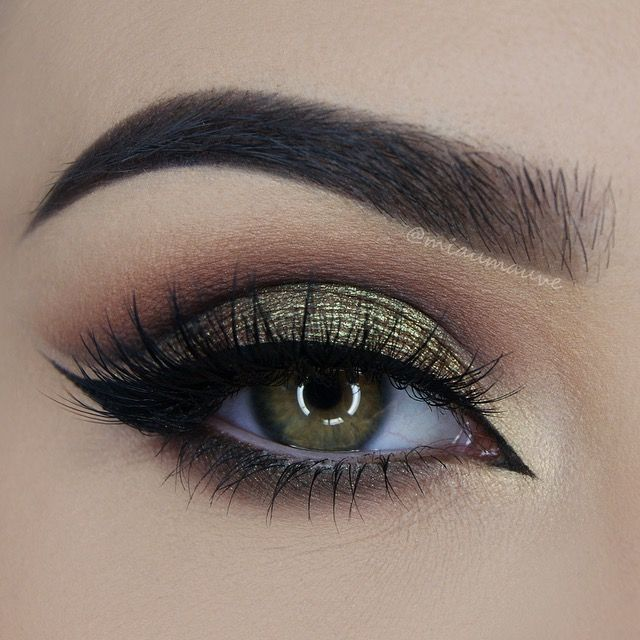 Makeup Geek Duochrome Eyeshadows in Ritzy and Voltage. Look by: Paulina Miau
