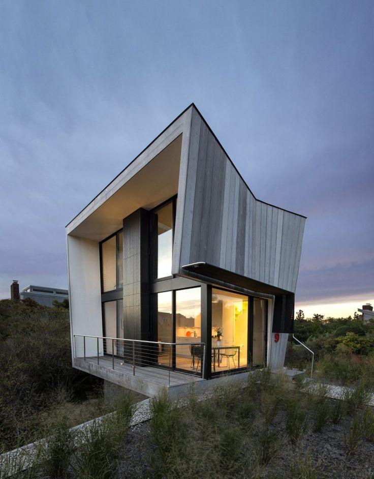 600 square foot beach house designed by Bates Masi Architects, Amagansett, NY